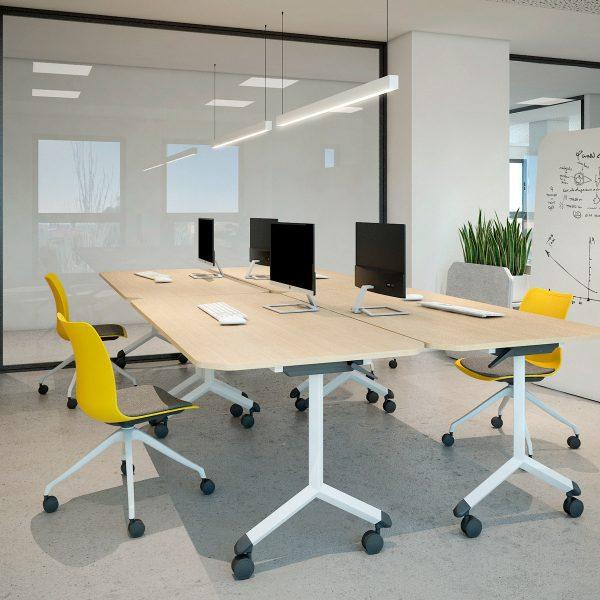 Despacho con mesas plegables