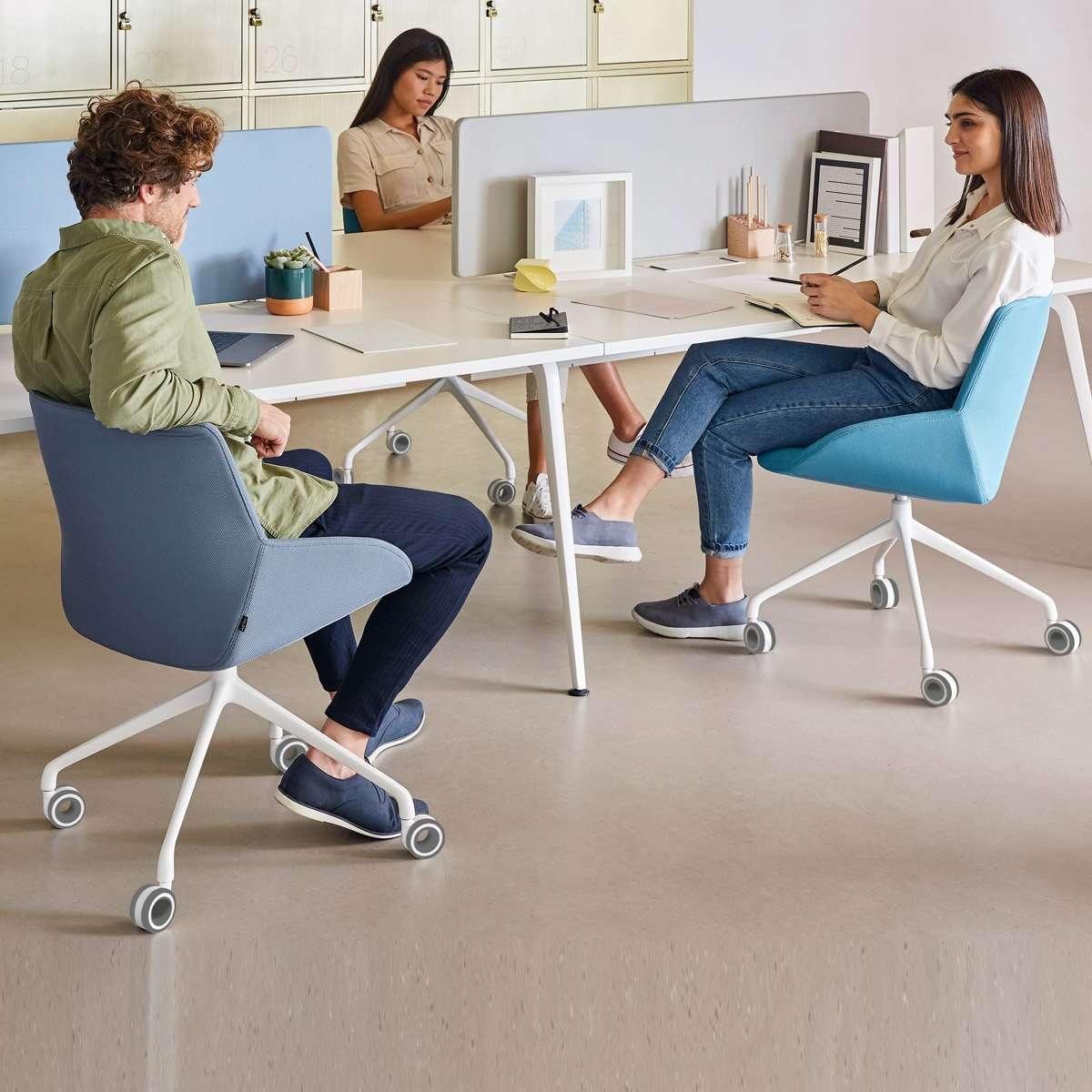 Asientos confortables con diseño moderno