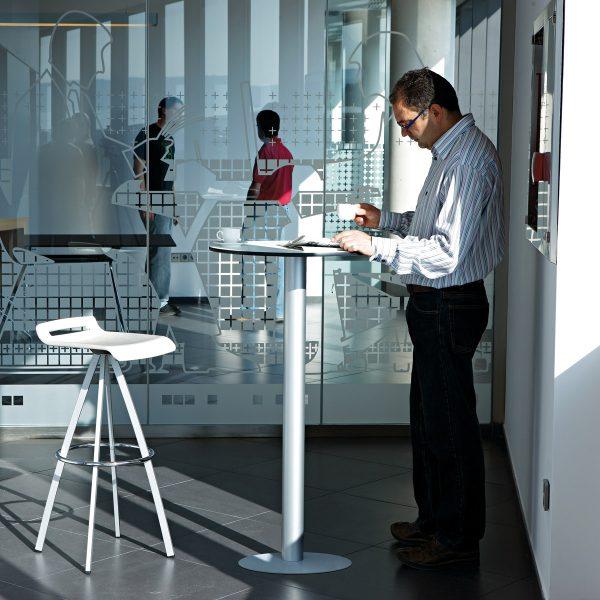 Mesa redonda alta para oficina