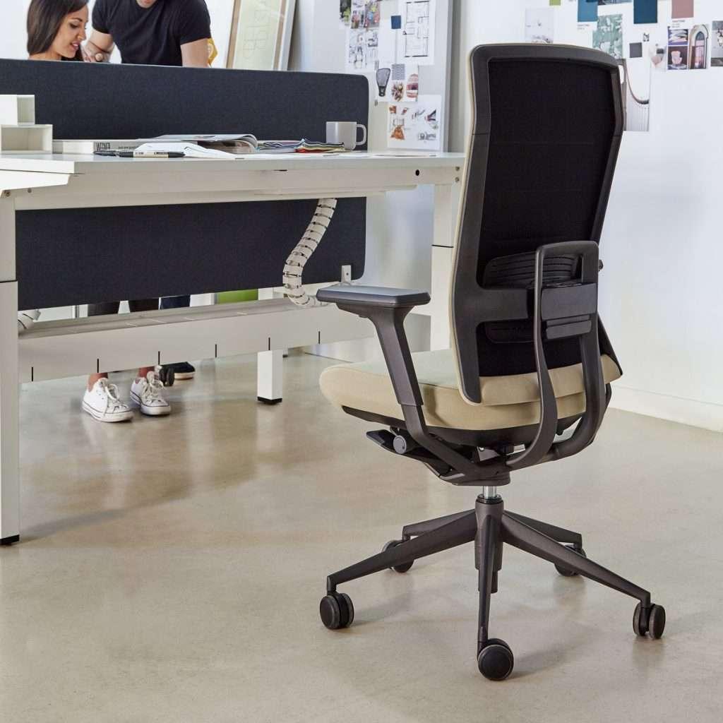 Silla de oficina ergonómica ajustable