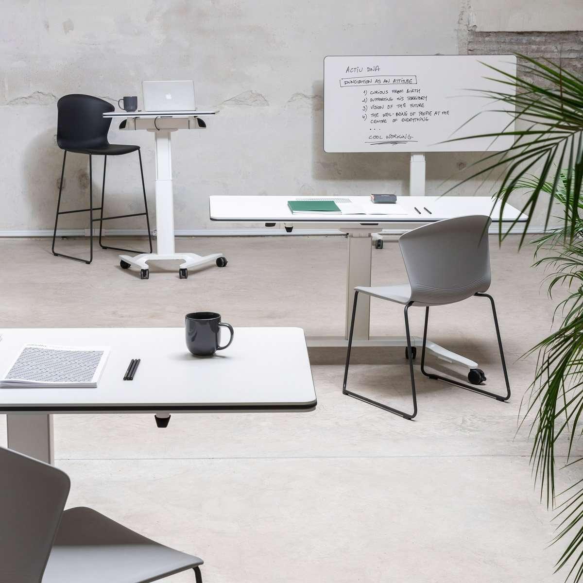 Oficina con estilo informal